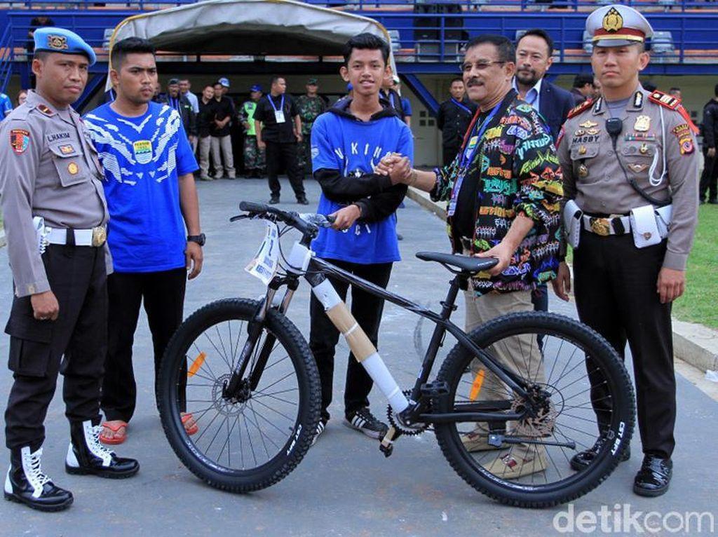 Acara seremonial ini digagas oleh Polres Bandung bersama Panitia Pertandingan Persib Bandung sebagai tanda untuk mempersatukan pendukung Persib.