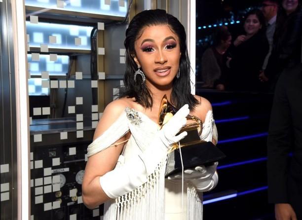Gaya Makan Cardi B, Wanita Pertama yang Raih Rap Album Grammy Awards