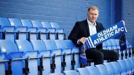 Latih Oldham, Scholes Tak Peduli jika Dikritik Mourinho