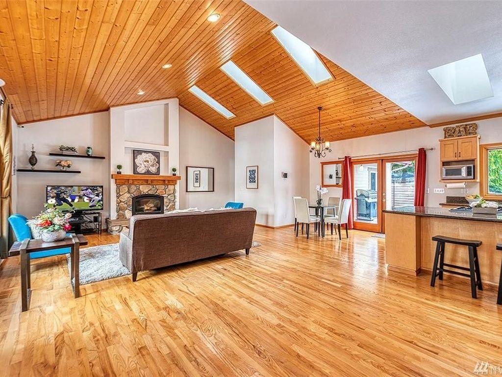Rumah-rumah di sekitar hunian ini ada yang terjual dengan harga di kisaran USD 1,3 juta hingga USD 3,1 juta. Foto: John L. Scott Real Estate