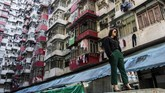 Bangunan-bangunan di Quarry Bay Hong Kong memang telah lama diminati oleh fotografer jalanan dan pecinta arsitektur. Namun kepopulerannya semakin melesat setelah komplek pemukiman ini dijadikan lokasi syuting salah satu adegan dalam film