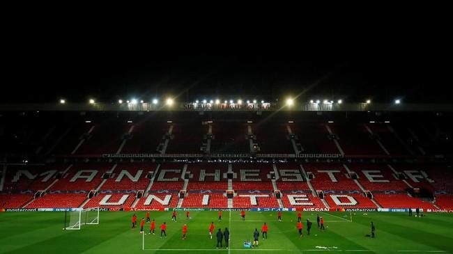 Paris Saint-Germain datang ke markas Manchester United, Old Trafford dalam laga leg pertama babak 16 besar Liga Champions. (Reuters/Jason Cairnduff)