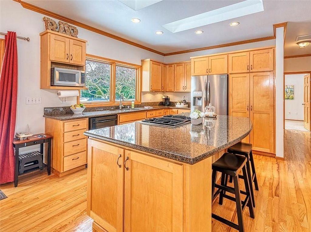 Penampakan dari dapur yang dimiliki rumah tempat lahir Amazon.Hunian ini juga sempat dilego dengan harga USD 620 ribu pada 2009 lalu.Foto: John L. Scott Real Estate