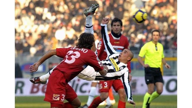 Juventus berhasil mendapatkan Fabio Cannavaro secara gratis dari Real Madrid pada 2009. Sayang Cannavaro gagal mendapatkan gelar di era keduanya bersama Si Nyonya Tua. (GIORGIO PEROTTINO / AFP)