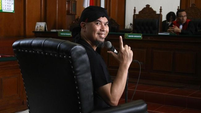 Ricuh dan Aksi Dorong Warnai Sidang Ujaran Idiot Ahmad Dhani