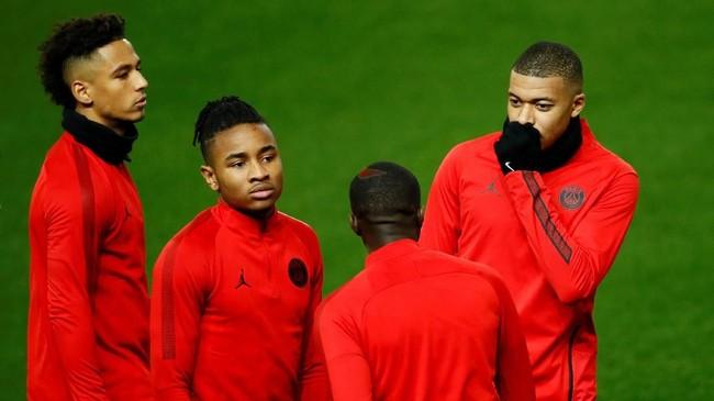 Tanpa Neymar dan Edinson Cavani, Kylian Mbappe (kanan) bakal jadi andalan Paris Saint-Germain di laga lawan Manchester United. (Reuters/Jason Cairnduff)