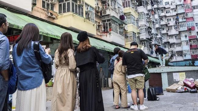 Hong Kong menjadi destinasi wisata yang wajib dikunjungi bagi turis yang gemar berfoto. Namun kerumunan turis di sana kini seakan menguji kesabaran para penduduk lokalnya.
