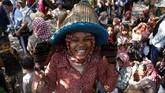 Acara adat tahunan ini dihelat di Kamboja timur, tepatnya di Provinsi Tboung Khmum yang terletak 250 kilometer dari Phnom Penh. (REUTERS/Samrang Pring)