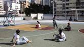 Di seberang pelabuhan, ada lapangan basket yang milik sebuah perumahan di distrik Choi Hung. Di sinilah boy band Korea Seventeen merekam video musik mereka dan sekarang lapangan basket ini menjadi bahan promosi wisata oleh pemerintah Hong Kong.
