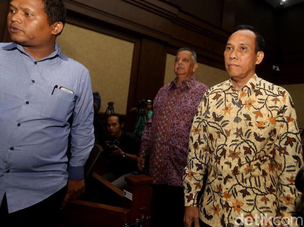 Tak hanya Sofyan Basir, Direktur Pengadaan Strategis 2 PLN Wwan Supangkat, turut hadir untuk dimintai keterangannya terkait kasus suap proyek pembangunan PLTU Riau-1 yang menjerat Idrus Marham.