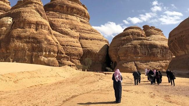 Kawasan Al-Ula, yang menjadi rumah bagi peradaban Nabatean dan reruntuhan Mada'in Saleh akan dipugar demi menyambut wisatawan yang datang. (REUTERS/Stephen Kalin)