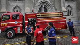 Gudang Plastik Terbakar, Damkar Butuh 9 Jam Padamkan Api