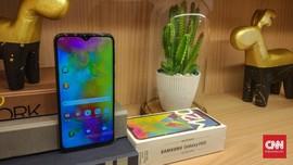 Alasan Samsung Bikin Ponsel Murah Berponi