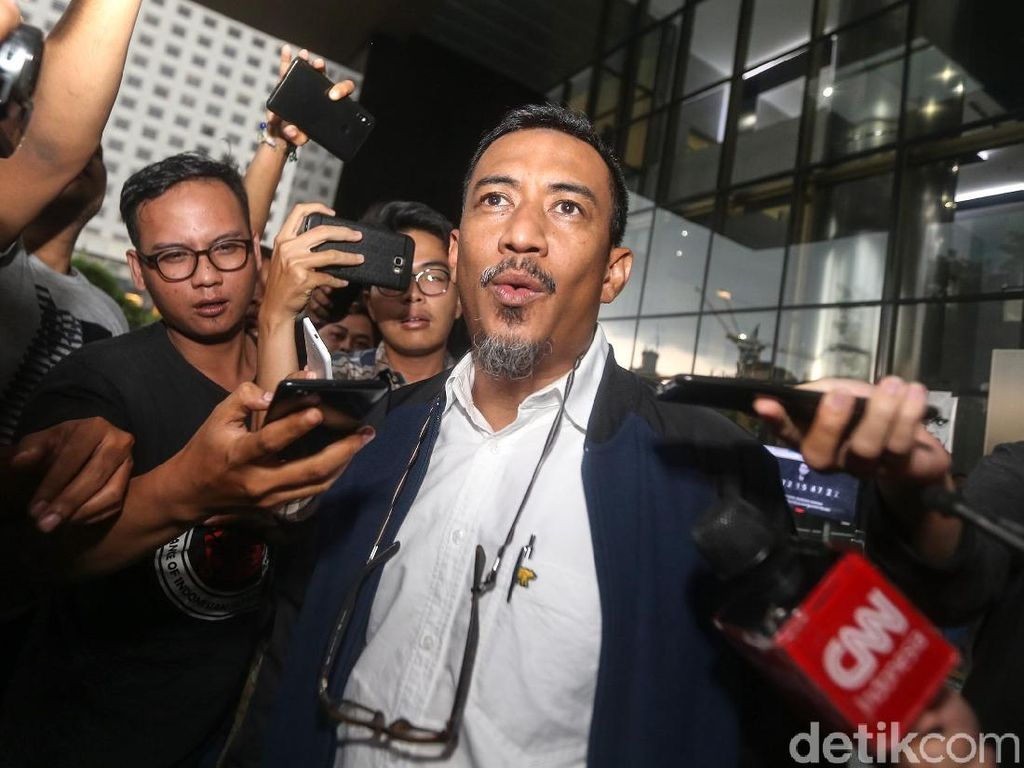 Ia diperiksa sebagai saksi dalam kasus dugaan suap Wakil Ketua DPR nonaktif Taufik Kurniawan.