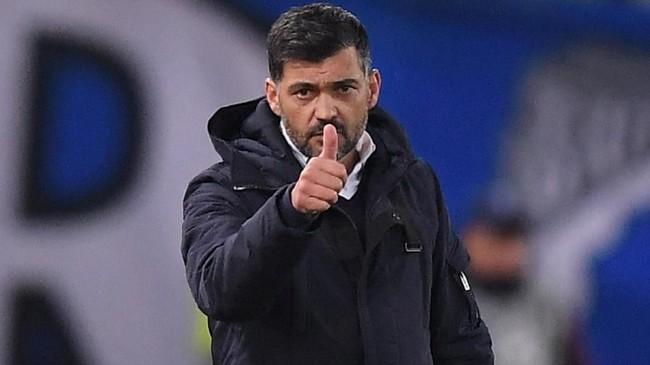Sergio Conceicao dan anak asuhnya masih memiliki peluang ke babak perempat final karena memiliki jatah menggelar laga kandang pada leg kedua 16 besar Liga Champions. (REUTERS/Alberto Lingria)
