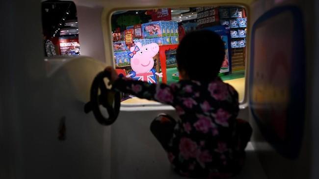 Sejak 5Februari lalu, Peppa tiba-tiba menjadi bintang di China dengan rilisnya film bertajuk 'Peppa Pig Celebrates Chinese New Year'. (Photo by WANG Zhao / AFP)