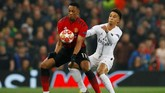 Pertandingan antara Manchester United dan PSG bersaing ketat dan kedua kesebelasan saling menekan pada babak pertama. (REUTERS/Phil Noble)