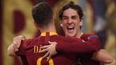 Senyum Zaniolo mengembang setelah mencetak gol kedua Roma pada menit ke-76 memanfaatkan bola tendangan Edin Dzeko yang membentur tiang. (REUTERS/Alberto Lingria)