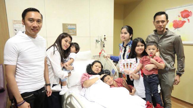 Doakan Ani Yudhoyono, AHY Unggah Foto Keluarga di Rumah Sakit