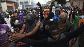 Inflasi berkepanjangan mengobarkan amarah warga Haiti yang akhirnya turun ke jalan selama sepekan belakangan untuk menuntut pengunduran diri Presiden Jovenel Moise. (AFP Photo/Hector Retamal)