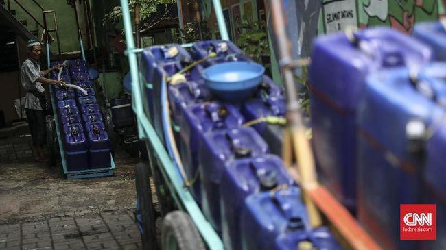 Kisah Sujadi dan Potret Krisis Air Bersih di Ibu Kota