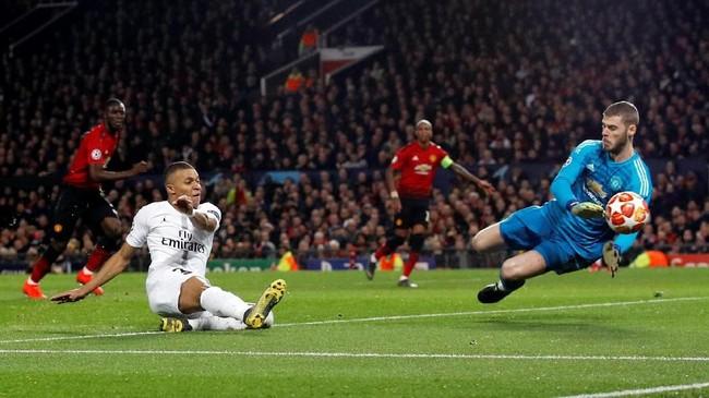 Kylian Mbappe sempat mengancam gawang tuan rumah. Upaya pemain muda Prancis itu mampu diredam David de Gea. (REUTERS/Phil Noble)