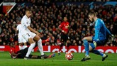 Lima menit berselang setelah gol pertama, PSG menggandakan keunggulan berkat sentuhan penyelesaian akhir Kylian Mbappe menuntaskan umpan Di Maria. (Action Images via Reuters/Jason Cairnduff)
