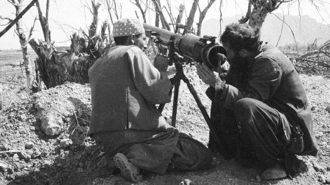 Para gerilyawan Afghanistan melawan Uni Soviet mengandalkan keunggulan medan yang sulit dan pasokan senjata dari AS dan Pakistan. (REUTERS/Lech Zondek)