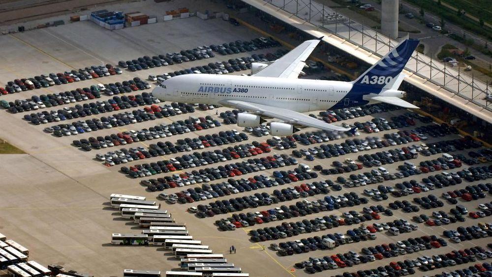 Perusahaan pesawat komersial asal Prancis, Airbus, mengumumkan akan berhenti memproduksi pesawat A380 pada tahun 2021. Kabar itu diumumkan Kamis (14/2/19) di kota Toulouse, Prancis selatan. (REUTERS/stringer)