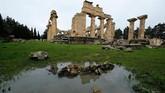 Sisa-sisa reruntuhan bangunan kuno Yunani dan Roma di kota Kirene, di Shahhat, Libya yang ditinggalkan begitu saja. (REUTERS/Esam Omran Al-Fetori)