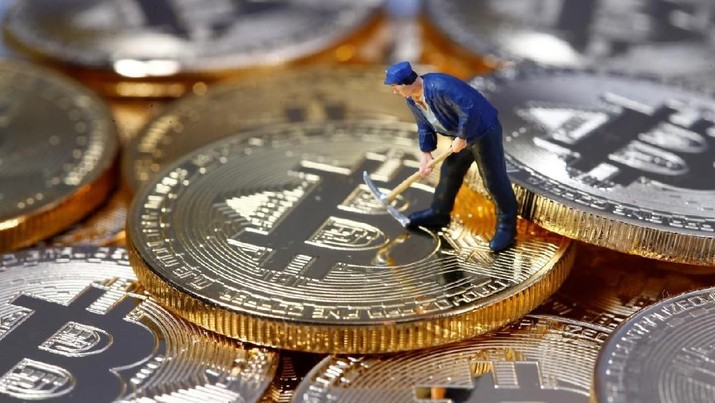 FILE PHOTO - A small toy figure is seen on representations of the Bitcoin virtual currency in this illustration picture, December 26, 2017. REUTERS/Dado Ruvic