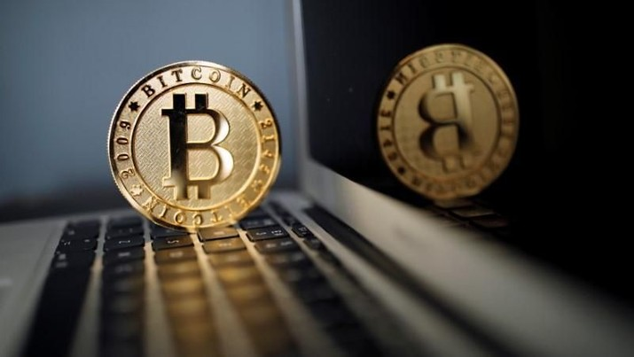 A Bitcoin (virtual currency) coin is seen in an illustration picture taken at La Maison du Bitcoin in Paris, France, June 23, 2017. REUTERS/Benoit Tessier/