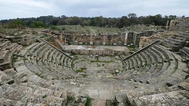 Bila berjalan lancar, kontrak tersebut bakal mengikat selama 35 tahun ke depan untuk membangun kembali lokasi yang pernah ramai ditempati oleh orang Yunani kuno itu. (REUTERS/Esam Omran Al-Fetori)