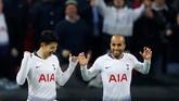 Son Heung-min merayakan gol bersama Lucas Moura. Pada musim ini setiap kali pemain asal Korea Selatan itu mencetak gol Tottenham Hotspur selalu berhasil meraih kemenangan. (REUTERS/Eddie Keogh)