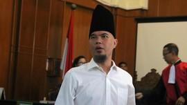 Usai Sidang, Ahmad Dhani Berkalung Serban Peninggalan Gus Dur