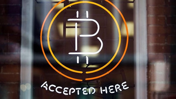 BUYING POWER: A Bitcoin sign in a window in Toronto, May 8, 2014.  REUTERS/Mark Blinch