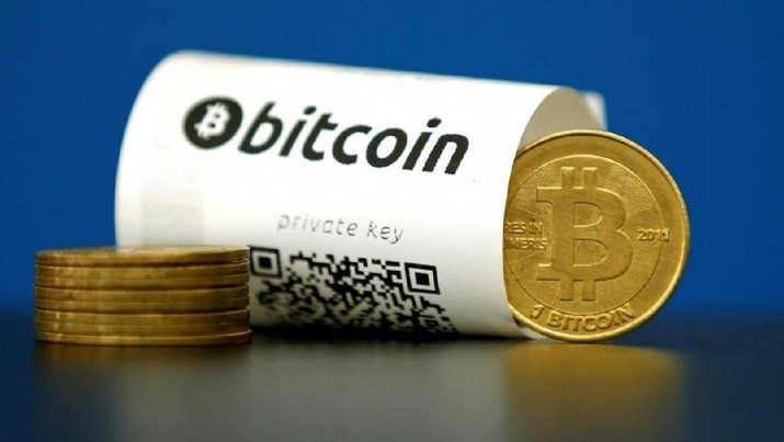 A Bitcoin (virtual currency) paper wallet with QR codes and a coin are seen in an illustration picture shot May 27, 2015. REUTERS/Benoit Tessier