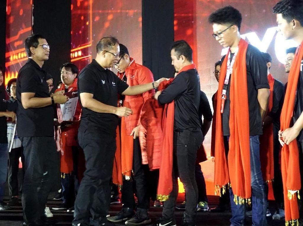 Setelah melalui berbagai tahapan seleksi yang melibatkan lebih dari 17.000 peserta, Telkomsel akhirnya mengumumkan 10 peserta terbaik IndonesiaNEXT 2018. Para pemenang itu berkesempatan mendapatkan short course di perguruan tinggi dan beberapa perusahaan profesional ternama di Tokyo, Jepang.Foto: dok. Telkomsel