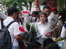Velentine, Pasar Bunga Rawa Belong Ramai Diserbu Pembeli