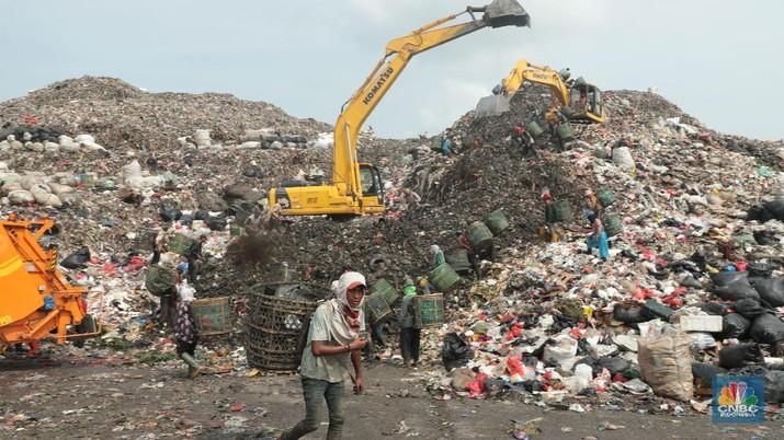 Bukan Bukit Atau Gunung, Ini Tumpukan Sampah Bantar Gebang!