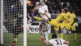 Juventus menggandakan keunggulan pada menit ke-17 melalui sontekan Leonardo Bonucci setelah memanfaatkan kemelut di depan gawang Frosinone. (Marco BERTORELLO / AFP)