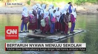 Tidak Ada Jembatan, Bertaruh Nyawa Menuju Sekolah