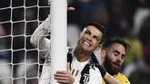 Cristiano Ronaldo bereaksi setelah gagal memanfaatkan peluang di depan gawang Frosinone. (Marco BERTORELLO / AFP)