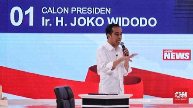 Jokowi juga sempat melancarkan kritikan pada Prabowo mengenai kepemilikan lahan. Jokowi menyoroti Prabowo yang memiliki ratusan ribu hektare lahan di Kalimantan. (CNN Indonesia/Hesti Rika)