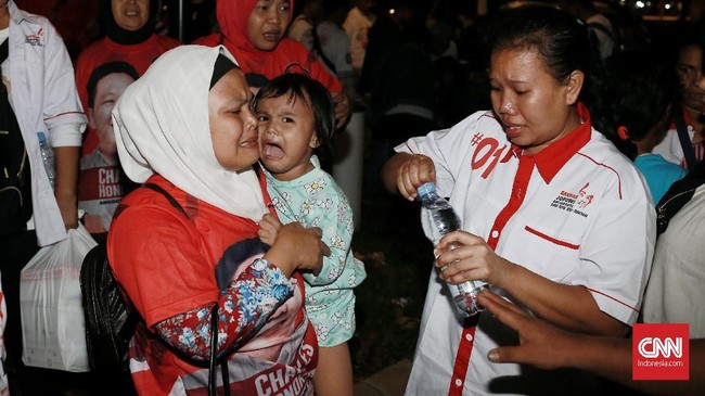 Gatot juga menyatakan polisi telah memeriksa CCTV sebelum mengambil kesimpulan bahwa suara ledakan berasal dari petasan. Polisi masih mendalami peristiwa ini untuk mencari pelaku. (CNN Indonesia/Andry Novelino)