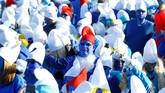 Jumlah yang hadir mengalahkan rekor Universitas Swansea, Inggris Raya pada 2009, yang menghadirkan 2.510 orang berbusana ala Smurf. (REUTERS/Arnd Wiegmann)