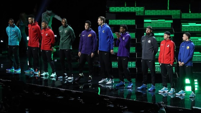 Sebanyak 10 pemain ikut dalam kontes tembakan tiga angka termasuk beberapa pemain yang pernah menjadi juara pada edisi sebelumnya seperti Dirk Nowitzki, Devin Booker, dan Stephen Curry. (USA TODAY Sports)