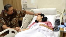 Kesetiaan SBY Dampingi Ani Yudhoyono di Singapura