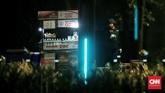 Ledakan terjadi persis ketika debat kedua capres dimulai sekitar pukul 20.00 WIB. Peristiwa terjadi sekitar radius 100 meter dari lokasi nobar pendukung Joko Widodo yang berkumpul di area utara parkir timur Senayan. (CNN Indonesia/Andry Novelino)