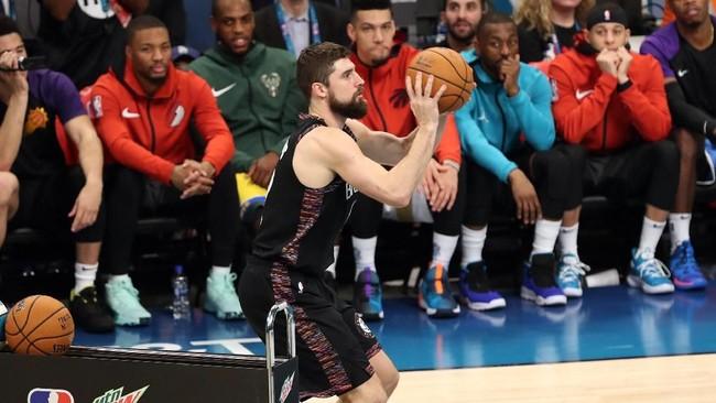 Joe Harris menjadi pemenang dalam kontes akurasi tembakan dari luar perimeter. Pemain Brooklyn Nets itu mengumpulkan 26 poin atau unggul dua poin dari Curry pada babak final. (Jim Dedmon-USA TODAY Sports)